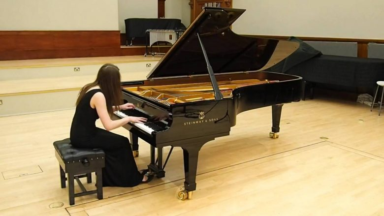 Ailsa-Aitkenhead-playing-Rachmaninov